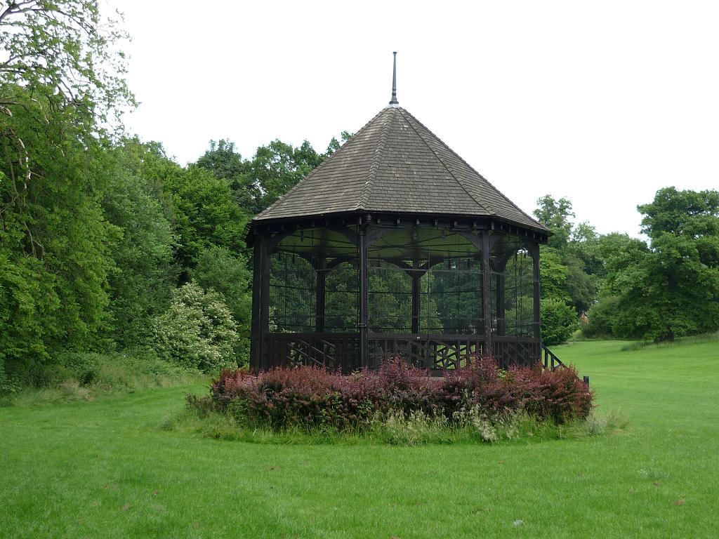 hilly_fields_bandstand_jun_2013a